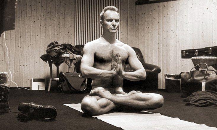 10 Famous Men Who Do Yoga