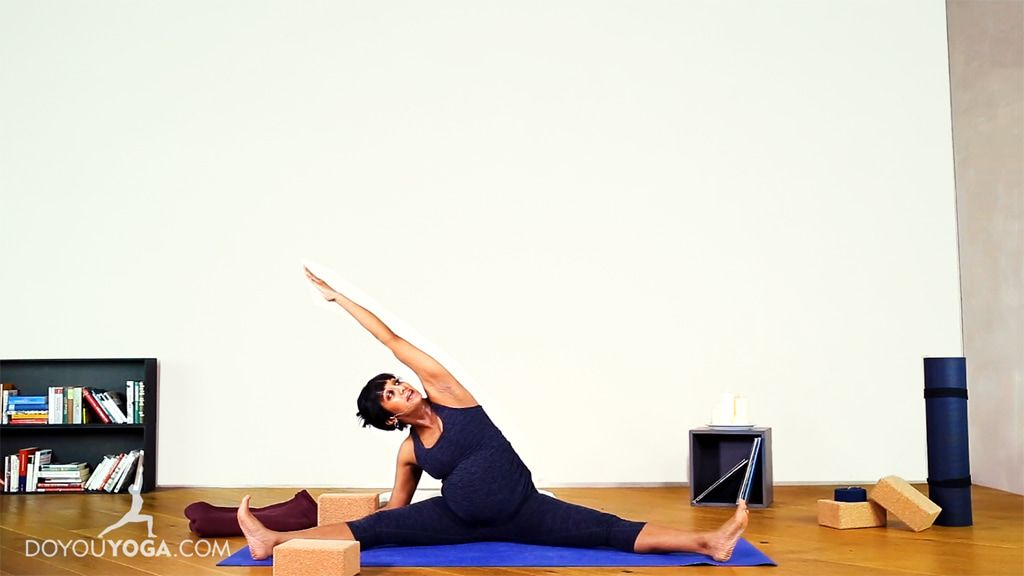 30 Minute Prenatal Practice to Ease the Back