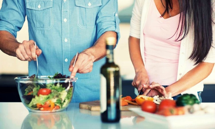 4 Reasons Why Everyone Should Know How To Cook