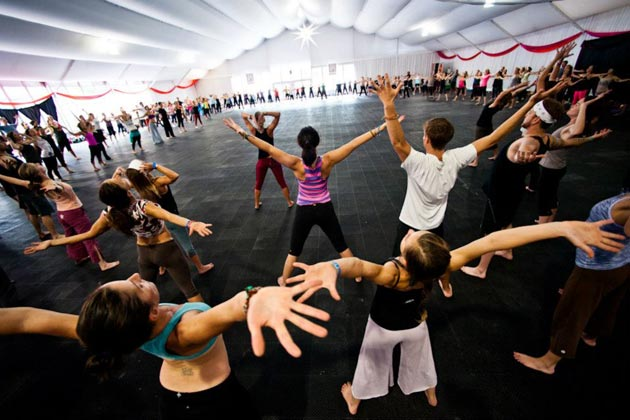 """4 Tips to Get Your Flow on in """"All Levels"""" Yoga Classes"""