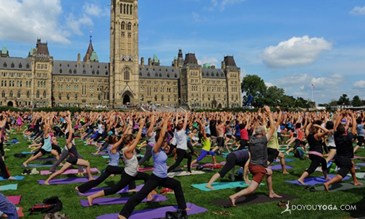 4 Ways to Use Yoga to Connect With Your Community