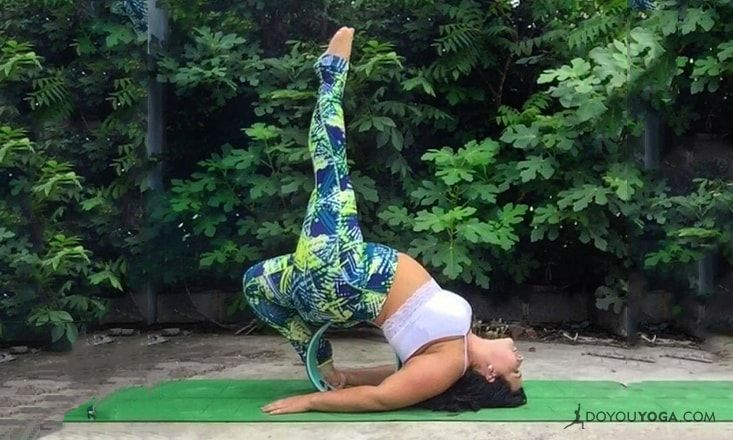 4 Ways to Use a Yoga Wheel in Asanas