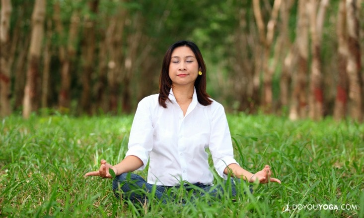 5-Minute Yoga Practices to Relieve Work Stress