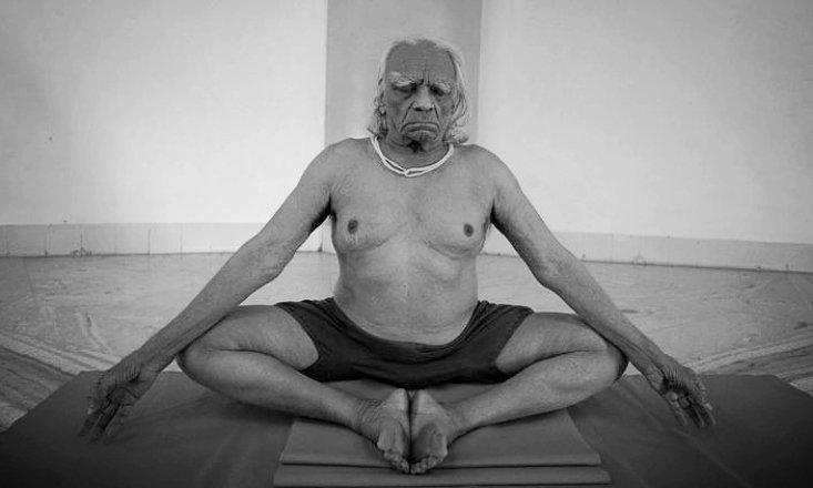 "5 Reasons Every Yogi Should Read ""Light on Yoga"" by B.K.S. Iyengar"