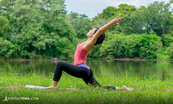 5 Tricks to Keep Your Balance in Yoga Lunges