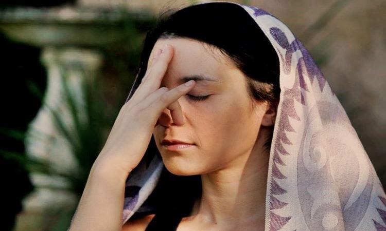 How To Do Anuloma Viloma Or Alternate Nostril Breathing