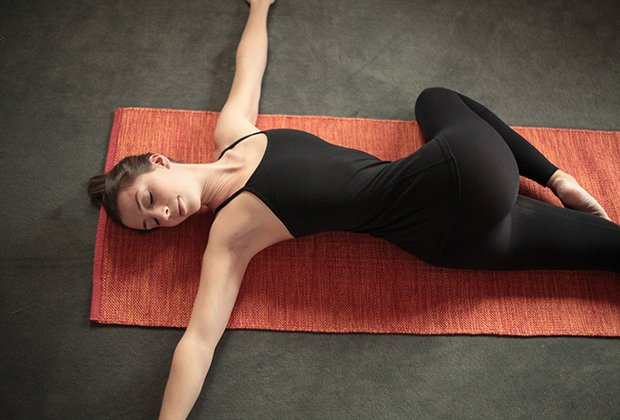 How to Do Reclined Spinal Twist Pose