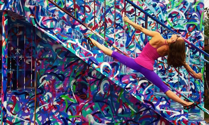 This Yogini Becomes a Part of Street Art With Yoga and Instagram (PHOTOS)