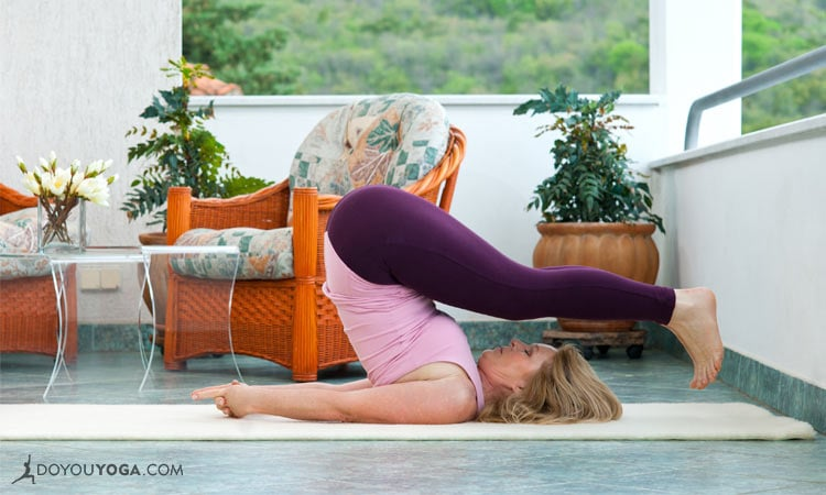 What 10 Minutes Of Yoga At Home Looks Like