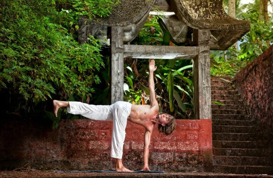 Build Your Top-to-Toe Muscle Strength with This Vinyasa Sequence