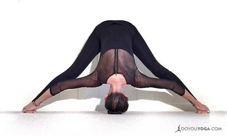 4 Reasons This Yoga Teacher Doesn't Recommend Bikram Yoga